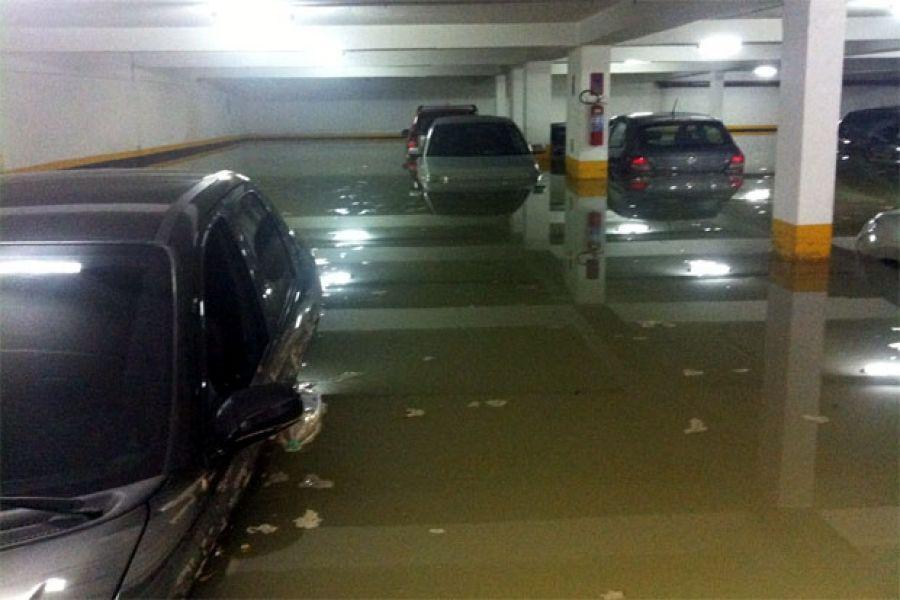 Advogados apontam obrigações legais de condomínios com garagens inundadas