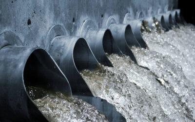 Condomínio é flagrado despejando esgoto irregular no rio Tabatinga
