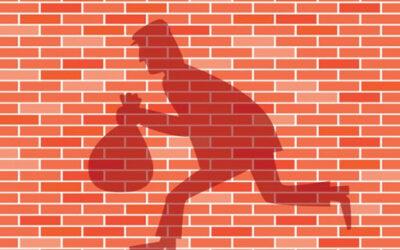 Condomínio que negligenciou segurança deve indenizar proprietários assaltados