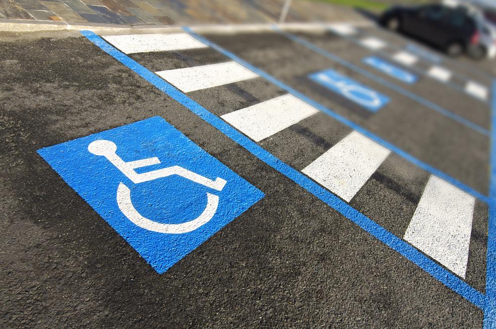 Moradora deve ser indenizada por falta de acessibilidade em prédio residencial